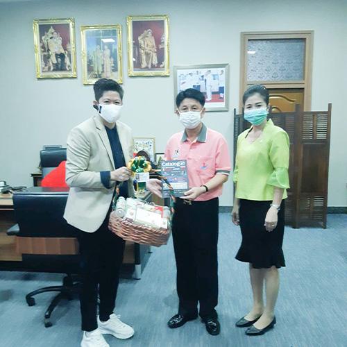 Weblog/บริษัทแบรนด์เด็กซ์ไดเร็กทอรี่จำกัดมอบกระเช้าสวัสดีปีใหม่แก่ผู้ว่าราชการจังหวัดชลบุรี-n-883